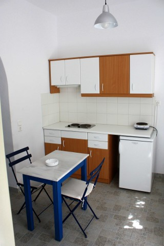 4 persons apartment naoussa hotel kitchen