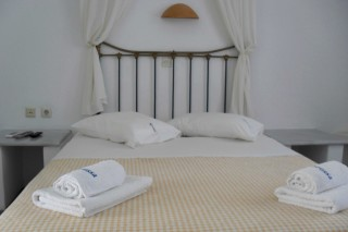 double room naoussa hotel big bed
