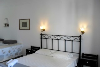 double studio naoussa hotel bedrooms