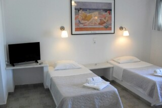 4-persons-apartment-naoussa-hotel-beds