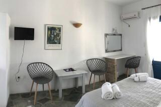 double room naoussa hotel interior