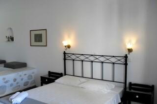 double-studio-naoussa-hotel-bedrooms