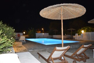 facilities-naoussa-hotel-swimming-pool-02