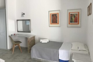 naoussa hotel apartment for five bed