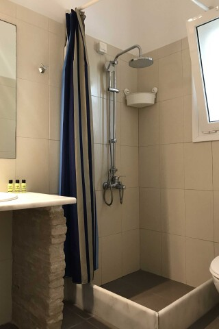 naoussa hotel apartment for five shower