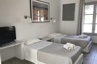 naoussa hotel apartment for four beds