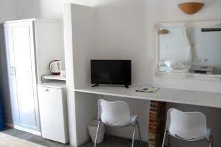 triple-room-hotel-naoussa-facilities