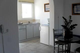 triple-studio-naoussa-hotel-kitchen