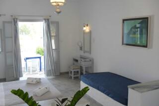 triple-studio-naoussa-hotel-room