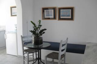 triple-studio-naoussa-hotel-sitting-room