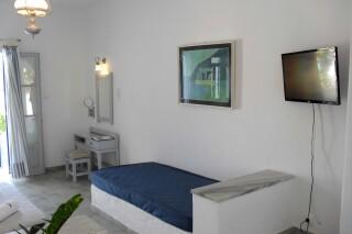 triple-studio-naoussa-hotel-sofa